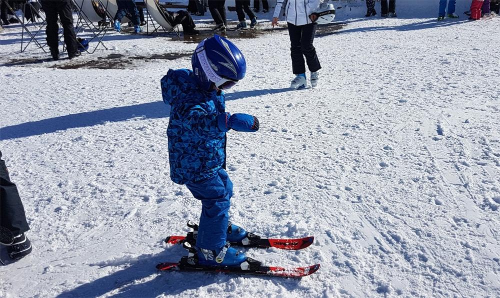 Voor het eerst op de ski's