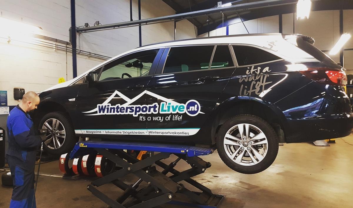 Wintersportvoorbereidingen aan auto