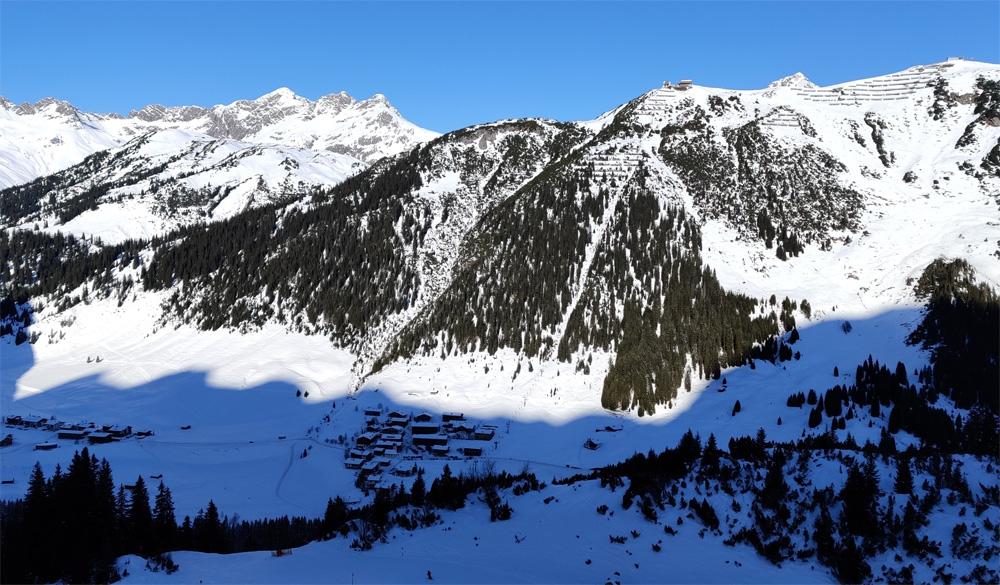 Zug vanaf de skiroute